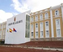 El Cabildo de Lanzarote comenzará estos días a abonar las ayudas al transporte para estudios oficiales fuera de la isla