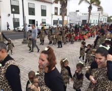 Los colegios de Arrecife salen a la calle para mostrar el trabajo realizado en las aulas con motivo del Carnaval