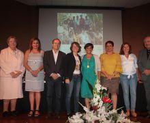 El presidente del Cabildo de Lanzarote felicita a Ernestina Hernández Peraza, 'Medalla Viera y Clavijo 2016' de Canarias, por su larga trayectoria y vocación de servicio público vinculado a la educación