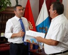 Teguise efectúa el pago de 215.000 euros en ayudas a los estudiantes del municipio
