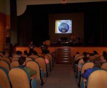 """Guardia Civil y Policía Local imparten un taller a jóvenes de """"Redes Sociales y Acoso"""" en el Teatro de San Bartolomé"""