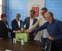 Un euro por kilogramo de pilas recicladas en Lanzarote para reforestar una parcela dregradada de la Finca Los Lajares en Haría