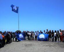 Baltar entrega las Banderas Azules a 50 playas y cinco puertos canarios de Canarias