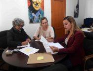 La alcaldesa de San Bartolomé firma convenio con la Asociación Rural de Mujeres Tiemar para la ejecución del proyecto ICI en el municipio