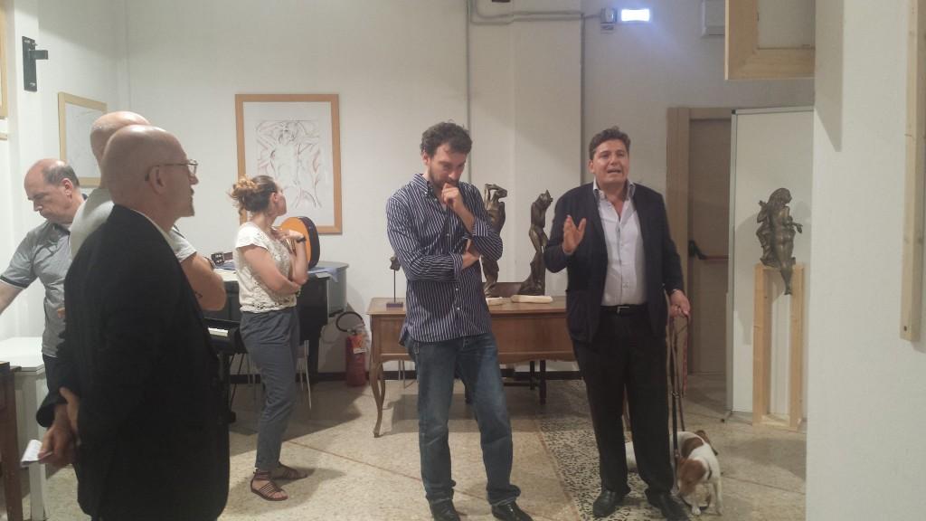 Sullla destra Massimo Lucidi, e alla sua sinistra l'artista Michelangelo Toffetti