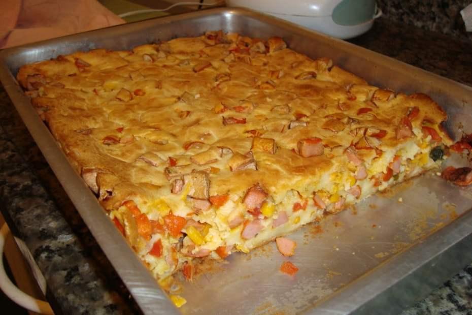 Torta de salsicha muito simples de fazer