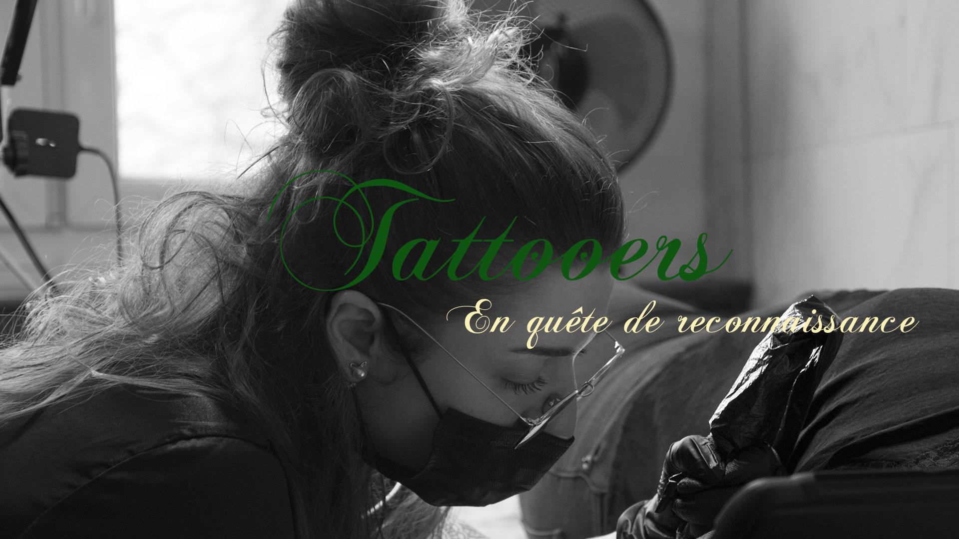 Adrien Bachy pose dans Tattooers: en quête de reconnaissance la délicate question du statut des tatoueurs: artistes ou artisans?