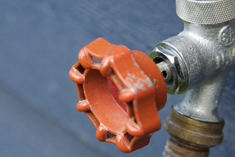 how to inspect outdoor faucet checking