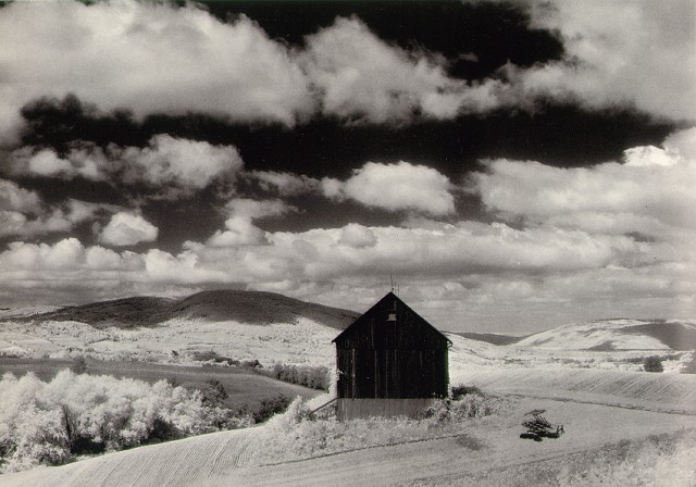 """The image """"https://i1.wp.com/www.masters-of-photography.com/images/full/white/white_barn_and_clouds.jpg"""" cannot be displayed, because it contains errors."""