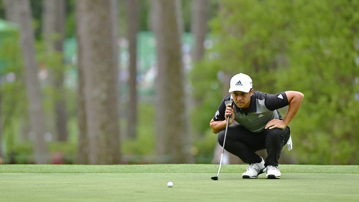 Xander Schauffele lines up a putt on the No. 3 green during the final round of the 2019 Masters.