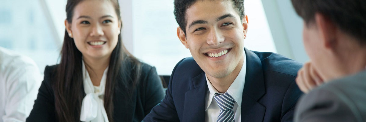 energy-language-solutions-business-meeting-multi-cultural-meeting-smiling-office_1
