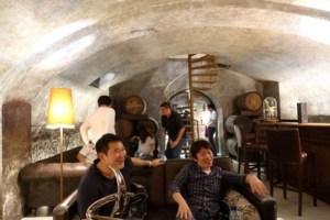 バーの地下は非常に雰囲気のいい空間でした