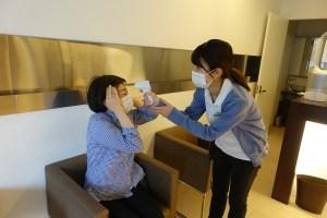 来院時の検温 豊中市ますだ歯科医院 非接触型体温計