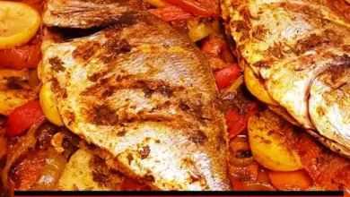 طريقة عمل صينية السمك البلطي بالبصل والطماطم بالفرن