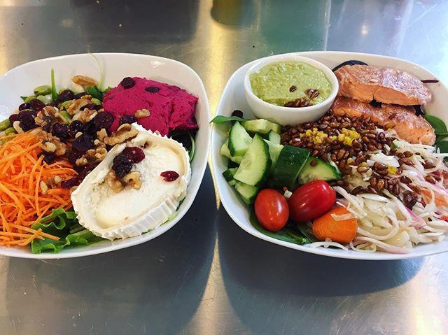 Nya goda sallader på Järntorget! Kom och prova vår Chèvresallad med rödbetshummus, bönor, valnötter och tranbär eller vår Varmrökt laxsallad med kålsallad, gröna ärtorhummus och sojarostade solrosfrön!