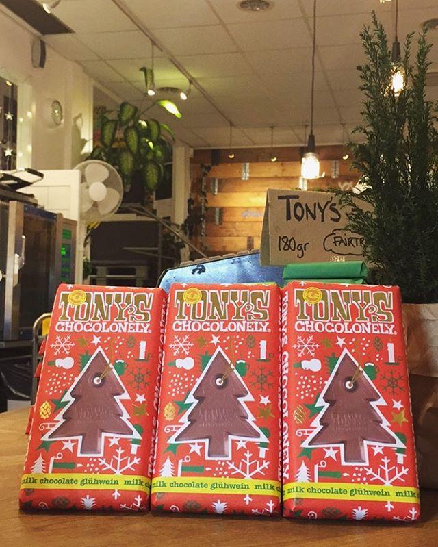 God fortsättning! Det är även mellandagsrea här på materia, #tonychocolonely julchoklad med smak av #glühwein 180 g, 19 kr!