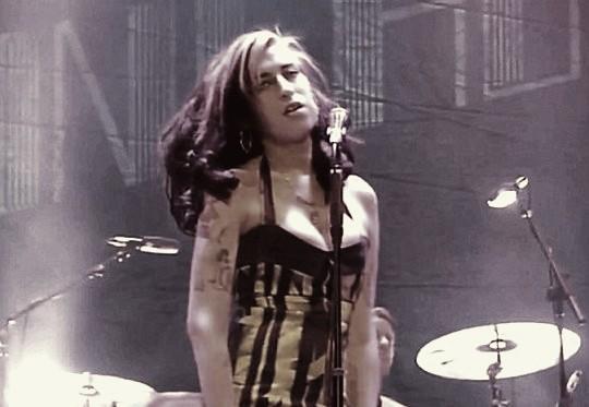 Amy Winehouse vaiada em Belgrado