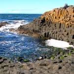 A 'calçada de gigantes' numa praia da Irlanda do Norte