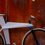 Bicicleta com quadro em alumínio dobrado como um origami