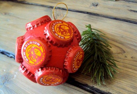 Bola de Natal com tampa de cerveja