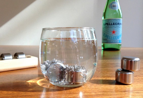 Aço inox para gelar bebidas
