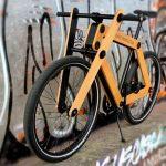 Sandwichbike: bicicleta com quadro e garfo de madeira dupla