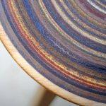 Tampo de mesa revestido com lixa impregnada de madeira