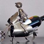 Suporte porta-garrafa de vinho modelado como motocicleta