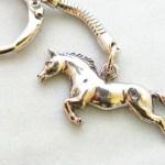 Chaveiro com cavalo de metal para presente ou brinde de haras