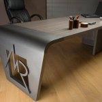 Mesa para escritório ou balcão de loja com logo 3D em metal