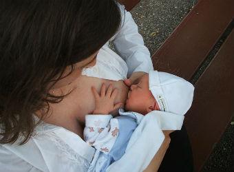 ¿Por qué puede costar tanto la lactancia materna?