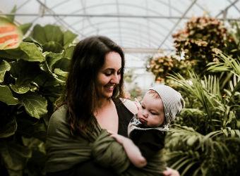 Porteo, lactancia y bienestar emocional en la maternidad