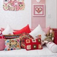 almofadas na decoração do quarto das crianças 23
