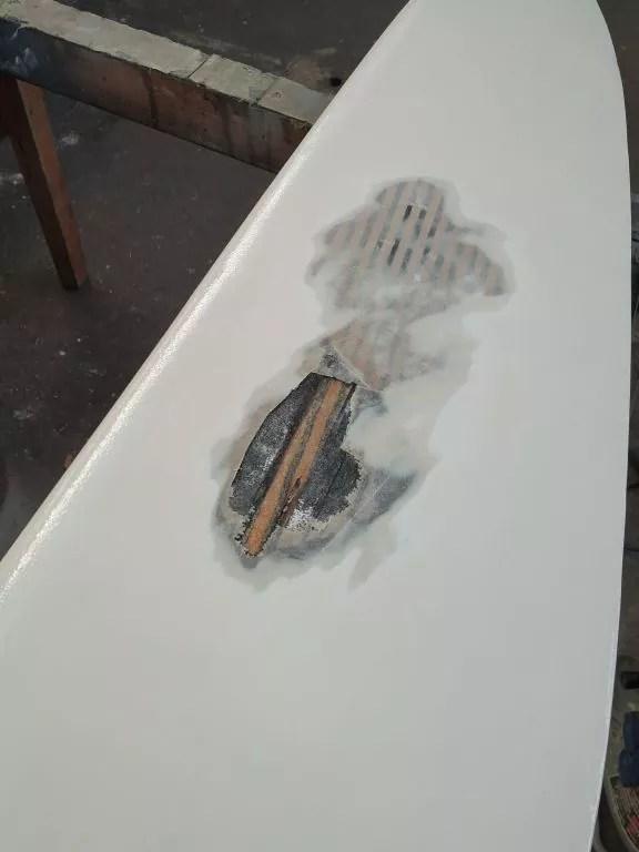 Holzschwert Jolle Laminat gelöst