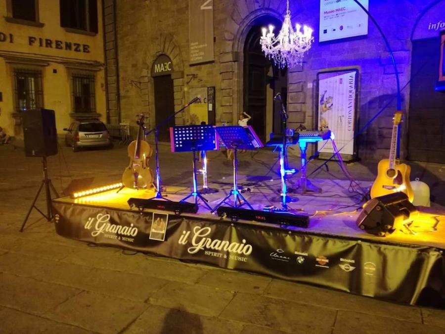 Il palco pronto dei Capricciosi Duo !