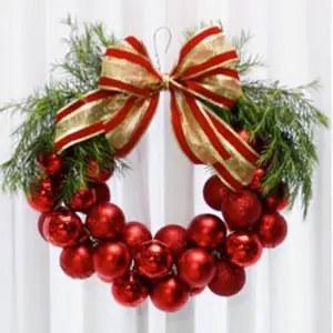 Γιορτινό στεφάνι στα χρώματα των Χριστουγέννων