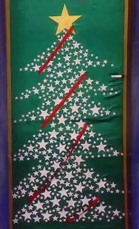 Στολισμός πόρτας με χριστουγεννιάτικο δέντρο
