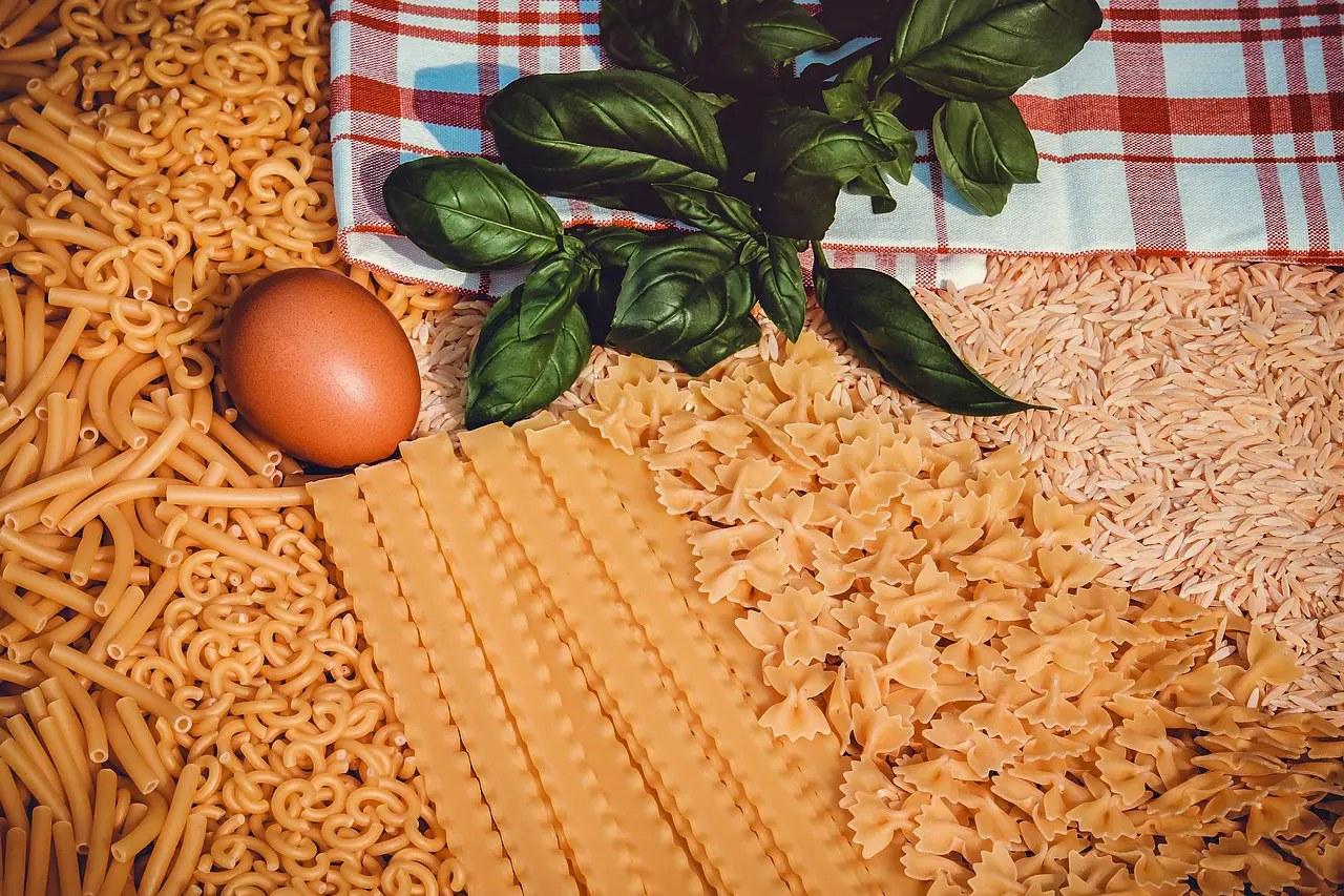 κριθαράκι ταλιατέλες μακαρόνια αυγό