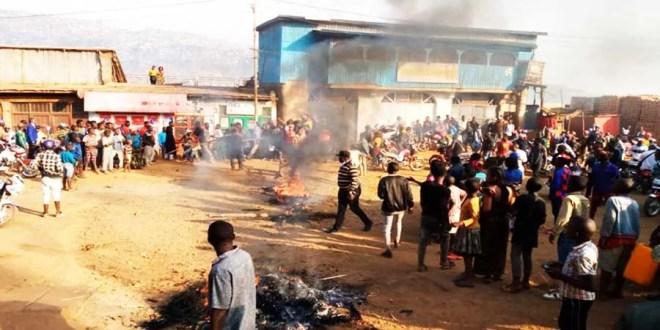 Bukavu : la jeunesse de Muhungu barricade la route ISP pour dénoncer le phénomène d'insécurité