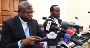 L'abbé Donatien Nsholé, à gauche. Photo RFI - Sonia Rolley