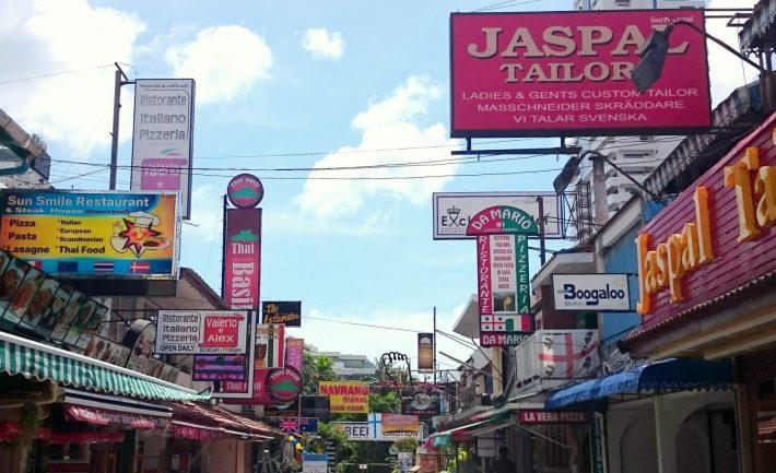 Työnkuvaani kuului myös Jaspal Tailors -räätälipalvelujen promoaminen, tässä pääliike Patongilla