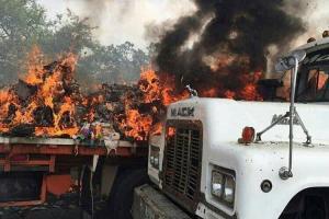 Crime contra humanidade | Soldados queimam 3 caminhões de ajuda humanitária por ordem de Maduro 66