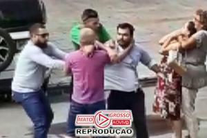 """Idosa dá """"gravata"""" e faz mulher desmaiar durante briga de trânsito 71"""