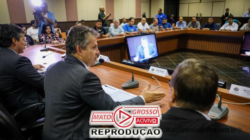 Governador de Mato Grosso diz a sindicalistas que, se tudo der certo, servidores terão salários em dia em Julho, senão em Dezembro 65