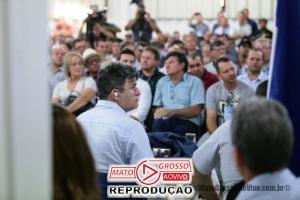 Deputado Federal de Mato Grosso convidado pra audiência pública finge que tá prestando atenção, mas, assiste Netflix pelo celular 86