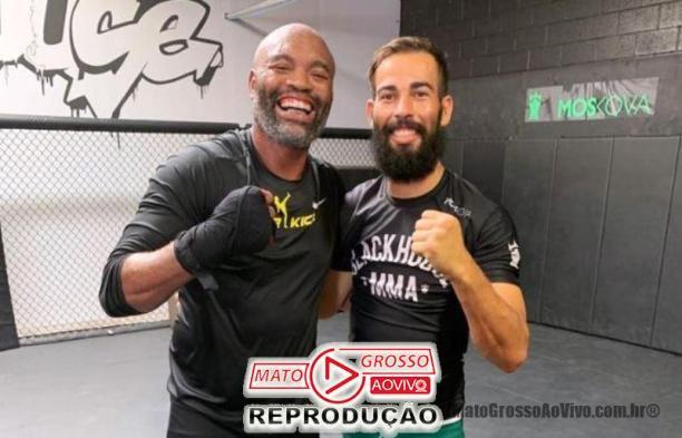 Os dois campeões mundiais treinam na mesma academia norte americana, entre outras lendas do MMA