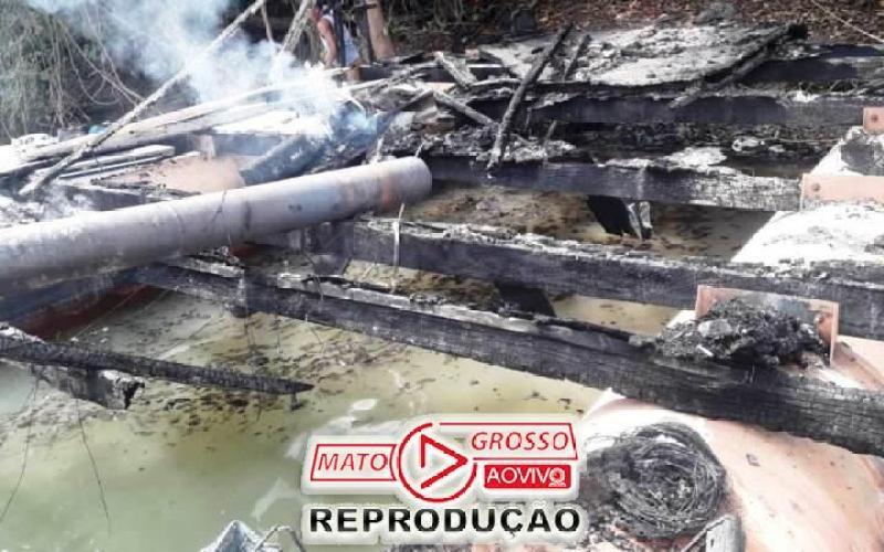 Garimpeiros próximos a Usina de São Manoel, no Rio Teles Pires, são retirados a força e balsas queimadas pelo Ibama 70
