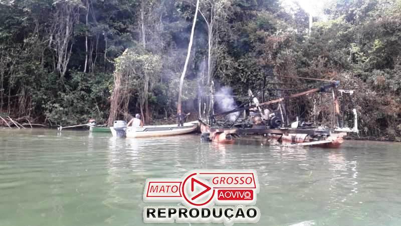 Garimpeiros próximos a Usina de São Manoel, no Rio Teles Pires, são retirados a força e balsas queimadas pelo Ibama 65