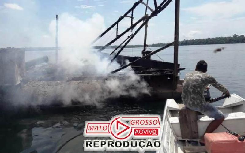 Garimpeiros próximos a Usina de São Manoel, no Rio Teles Pires, são retirados a força e balsas queimadas pelo Ibama 75