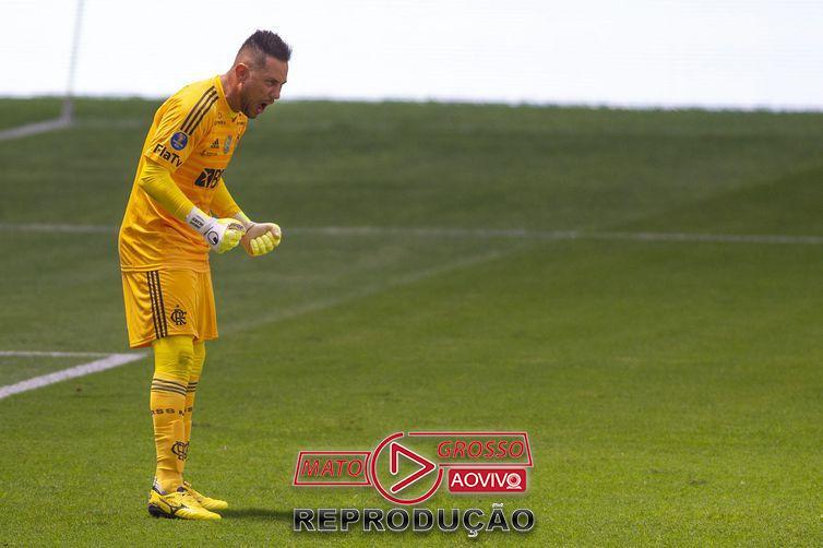 Diego Alves pegou três pênaltis na disputa da Supercopa do Brasil.